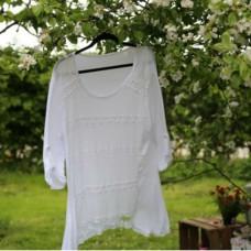 Lang t-shirt bluse med blondefront